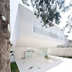 All white minimal interiors for the Esplanada Studio by mexican architect Tatiana Bilbao. I love the section of this studio. Photos by Iwan Baan.