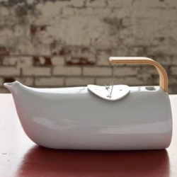A little bit traditional, a little bit unusual, we really like this 'Mizra' teapot from Tsé & Tsé Associées.