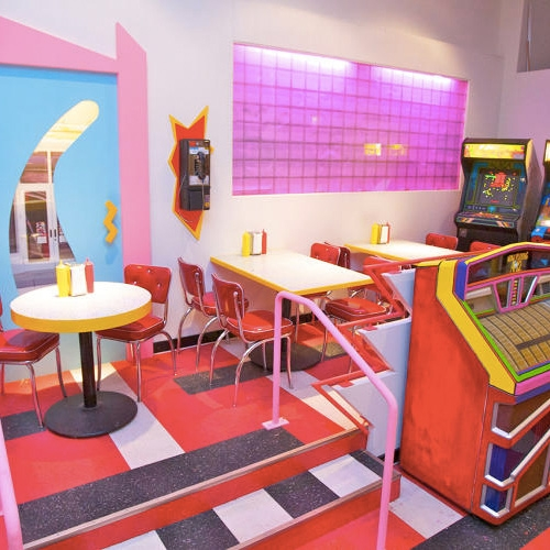 The Max in Chicago - a 3 month pop up restaurant recreating the diner from Saved By The Bell! FastCo Design takes us inside.