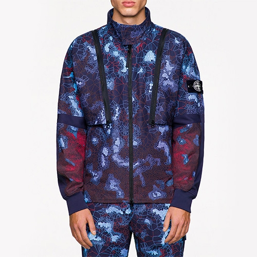Stone Island SS19 Camouflage Printed Heat Reactive Thermosensitive Fabric allows the new collection's printed pattern to mute and morph when exposed to heat.