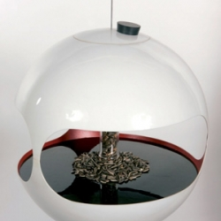 "Thomas Stanley's minimalist bird feeder, ""Thee Apple"""
