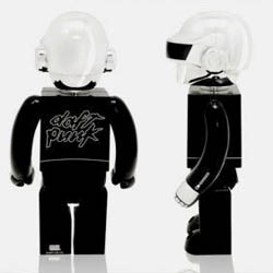 The Silly Thing and Medicom made together these awesome art toys for the Daft Punk duet in a 100 copies limited edition. You got 1800 euros ? Buy it.