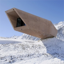 This museum space designed by Werner Tscholl pays tribute to those that worked traverse perilous road through the Tyrolean mountains separating Italy and Austria.