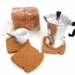 Toast It is a cork bread-shaped trivet/coaster from Brazilian design studio Oiti, which is run by Patricia Naves.