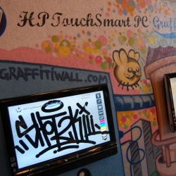 A beautiful project of guerilla marketing for HP Touchsmart featuring the famous graffity artist Turbo.