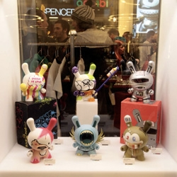 Kidrobot opens a pop-up store at Selfridges London. Here is a nice video from the opening and the live toy art.