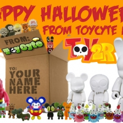 toycyte.com and toy2r are giving away a huge pile of designer vinyl toysfor halloween, including some stunning dalek and kozik pieces!