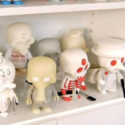 Into the world of toy designer Ferg ~ a look at his studio, hometown of Austin, TX, behind the scenes of the Squadt toys, mini screenprinted tees and more!