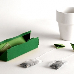 tPod is a tea bag concept by Elisabeth Soós. They are small paper boats attached to tea bags. Sort of a anchor made out of tea.