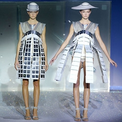 Hussein Chalayan's robotic transformer dresses at the Paris Fashion Show