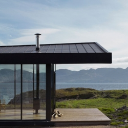 Tuath na Mara earned MacGabhann Architects the Royal Irish Architects Institute's Best House and Public Choice Awards this summer. Stunning house in a stunning surrounding.