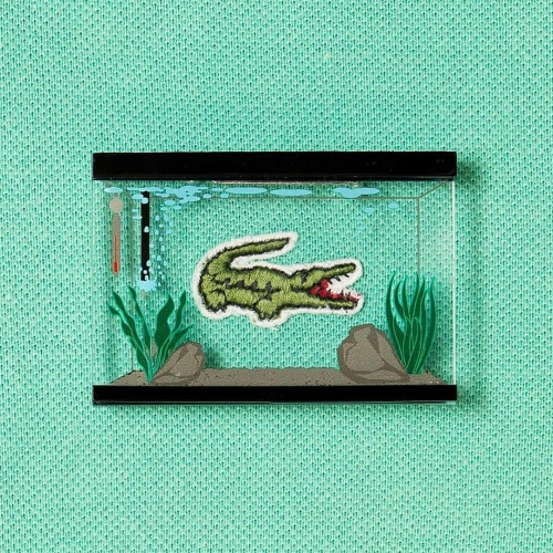 Garakudo - Pin this aquarium brooch to your clothes to make your clothing logos your pet!