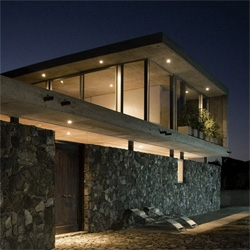 House in Tunquen by Rodrigo Aguilar. A sleek concrete house by the beach in the chilean coast.