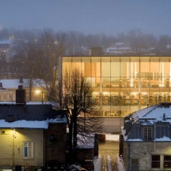 The Turku Central Library designed by Finnish JKMM Architects looks like a Scandinavian library should look. Huge windows, light colors and materials typical to the area. But why the French, Pierre Paulin Orange Slice, chairs?