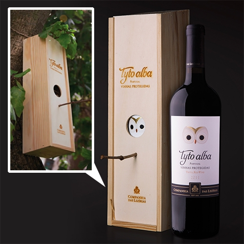 Wine Box that transforms into a bird house! Design by Rita Rivotti for Companhia das Lezírias' Tyto Alba. Adorable Barn Owl as well!
