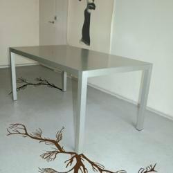 Give character to your grounds, give again dynamism to your old floors... with those adhesive roots!