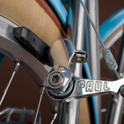Vanilla Bicycles are handmade in Portland, Oregon. Lovely details combined with stunning design and perfect tech.