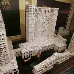 An American architect has made the world's biggest free-standing playing cards house using 218,792 cards.