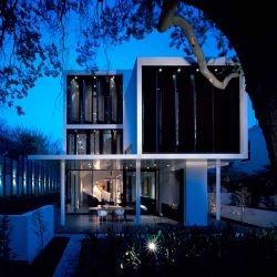 Robert Mills Architects have designed the Verdant Avenue house in Melbourne, Australia.