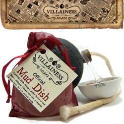 Wow Villainess Soap is like the vintage pirate version of Lush... the packaging is pretty awesome, the naming even cooler ~ take a look at the clawfoot bathtub display too!