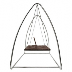 Austrian outdoor designers Viteo are known to have just a short collection of designs that are all very desirable. This applies to their swing, which exists as part of a whole set.