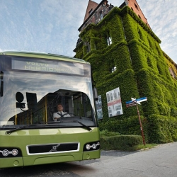Volvo launches the market's first commercially viable hybrid bus. The lower fuel consumption of the Volvo 7700 Hybrid reduces the emission of the greenhouse gas CO2 by up to 30%.