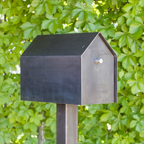 The Walden mailbox embodies the classic icon of house and home in its simplest form. Instantly recognizable, it brings to mind simple living and those daily rituals around homecoming that are so ingrained in our daily lives. By Bold MFG.