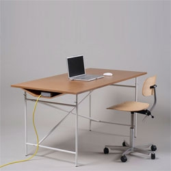 Wilbur by weltunit is an add-on for desk bases like the traditional Eiermann rack. The tabletop has a cut-out on top and a tunnel for peripheral devices underneath. It will be presented at the Design Festival in Berlin.