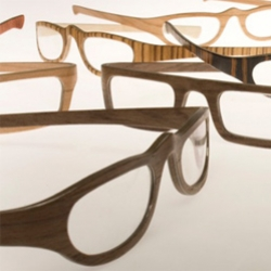 W-Eye eyeglass are made of wood. The design is something sober yet eccentric, desirable to design enthusiasts as well as fashion lovers.