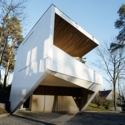 The White House by JVA (Jarmund/Vigsnæs AS Arkitekter MNAL) is located in Strand, Norway. Clean lines, white wooden panels, oak ceiling, concrete floors. Sound like my dream house!