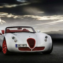 The curvaceous Wiesmann Roadster fuses vintage styling cues with modern details and construction, and the result is a striking automobile, particularly in the red and white color scheme.