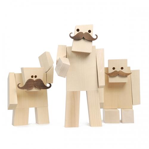 Woodstaches - Faure. Brazilian design by Juan Pablo Cambariere. Handmade wooden robots.