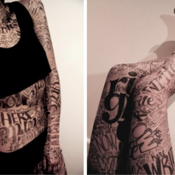 Impressive live performance of typographic body painting. Watch the video !