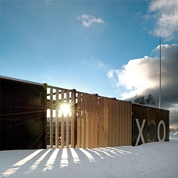Norwegian architects 70ºN designed this prefab house, a mobile habitat for 2 people.