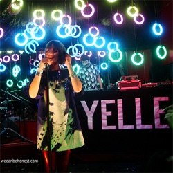 Yelle in Santiago de Chile featured an astonishing light set.  Very good show also, better than the San Francisco.