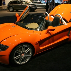 A new sports car from Germany to lust after - Yes! Roadster by Funke & Will AG. Only 50 coming to the US in 2008.