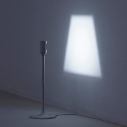 YOY LIGHT is a table lamp and a floor lamp. When switched on, a shade of light will appear on the wall.