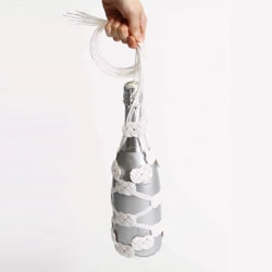 Yu Wa I: Cool wine bottle bags inspired by traditional Japanese strings made for gift bags.