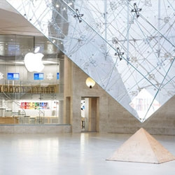 Two new apple stores opened, one in Paris at the Louvre and one in New York on the UWS. Photographer Roy Zipstein shot both of the stores.